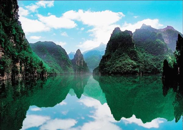 主要景点有小孤山,大坝,老君滩,葫芦岛,天王岩,睡美人,三潭映月等