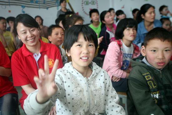 武陟县供电公司:关爱聋哑儿童 走进无声世界
