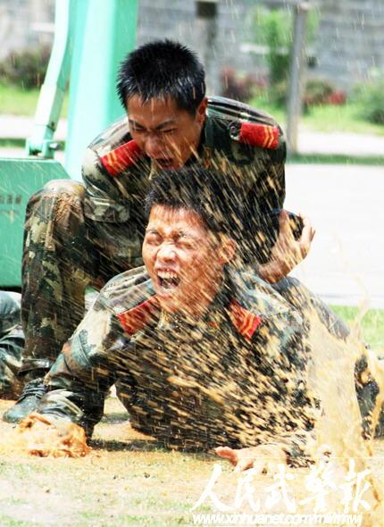武警8730部队比武百余名选手打破12项纪录图片