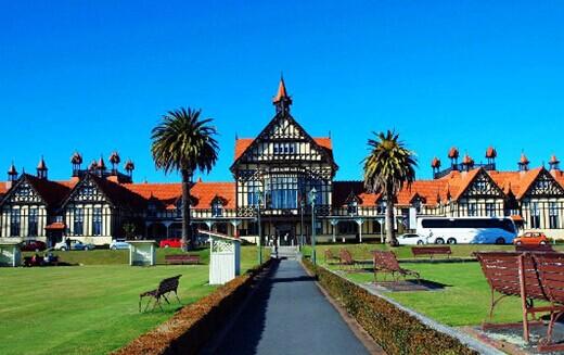 优势四:黄金海岸双乐园梦幻世界 + 激浪世界,看澳洲特有动物,玩转