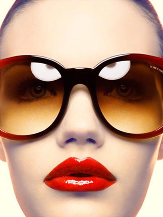 夏季唇色搭配彩色太阳镜