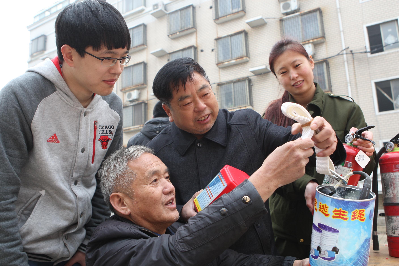 图片新闻:解放区开展冬季消防宣传进社区活动图片