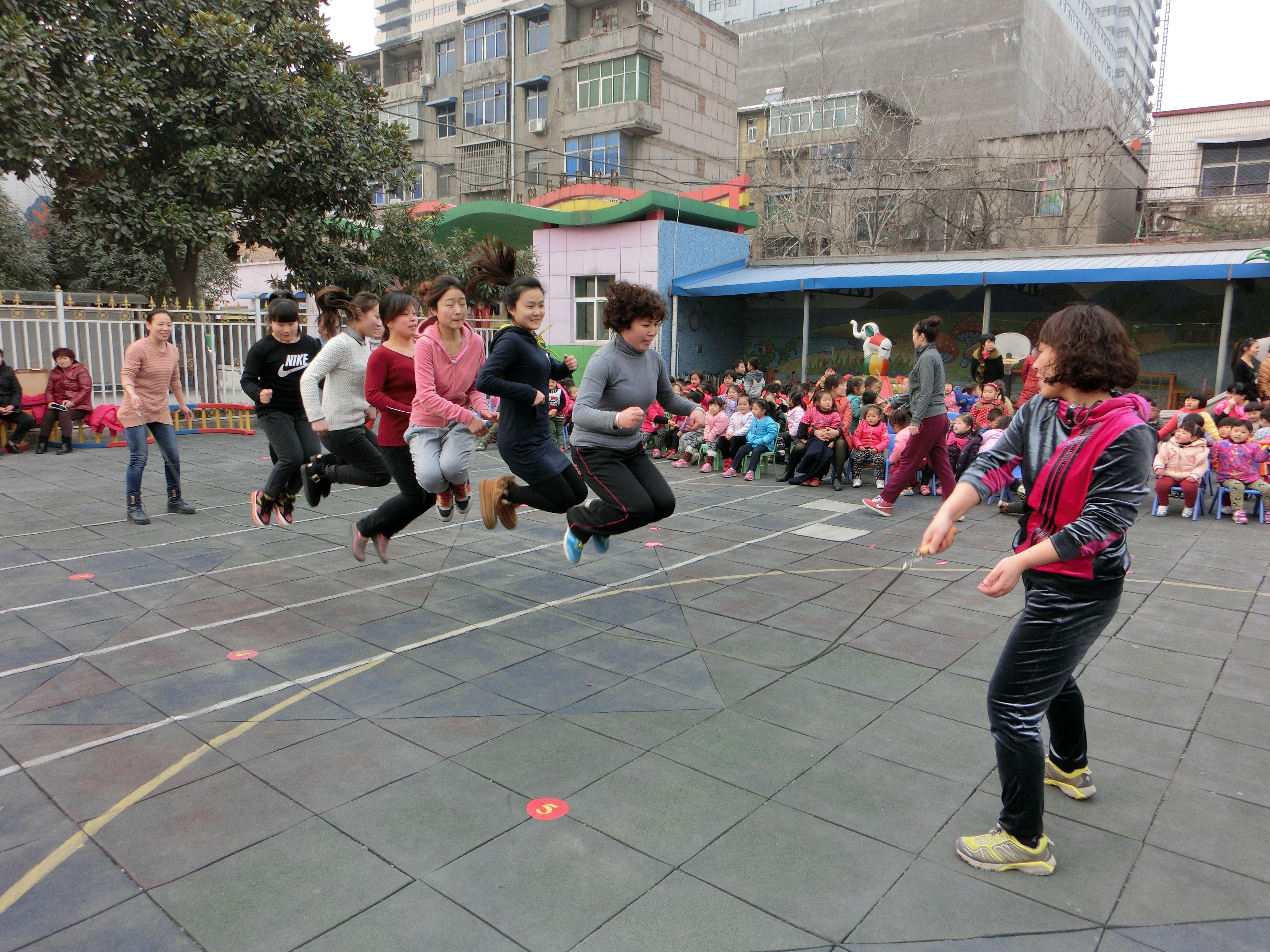 【图片新闻】趣味运动会
