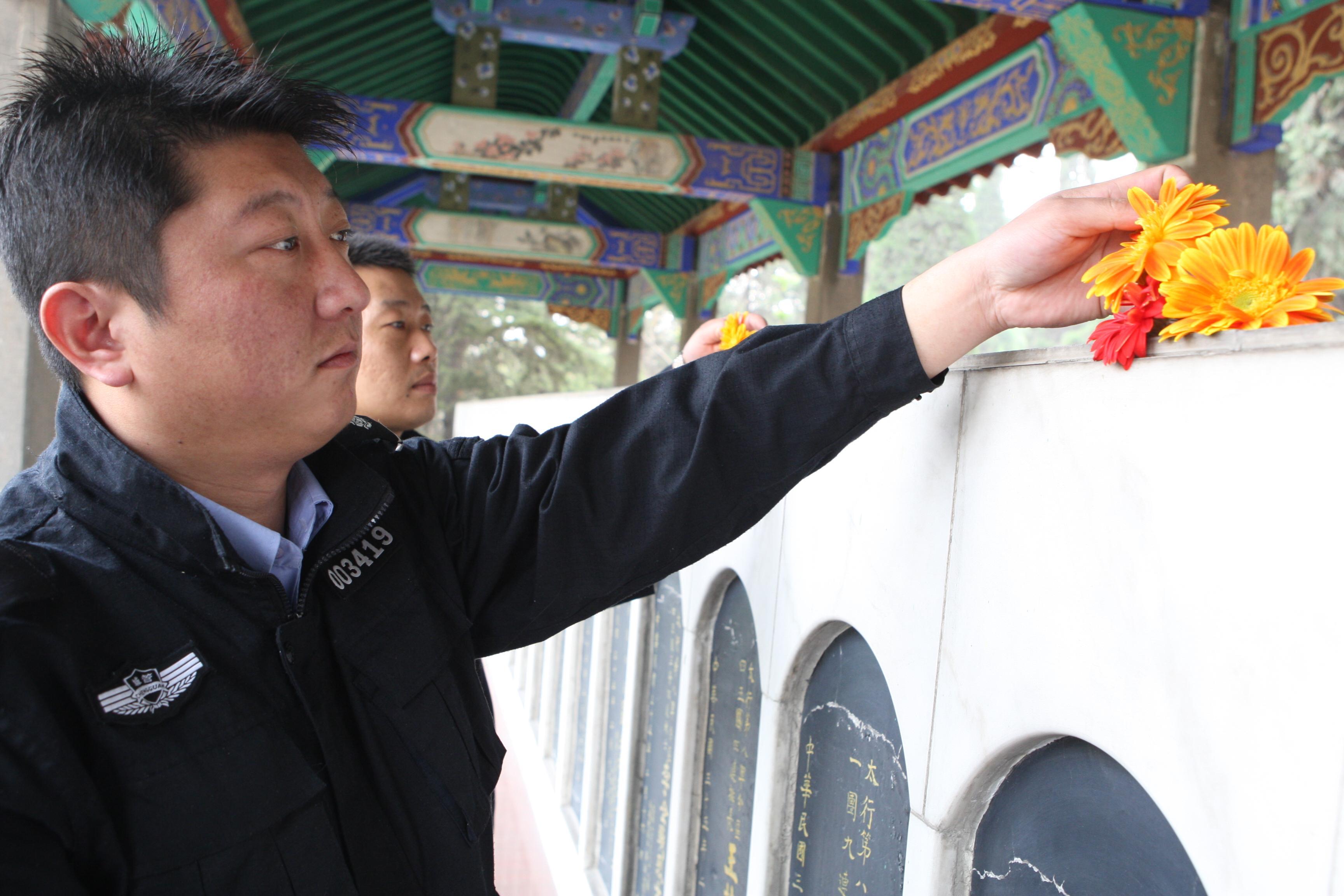图片新闻:解放区清明节前夕社会各界人士祭奠先烈