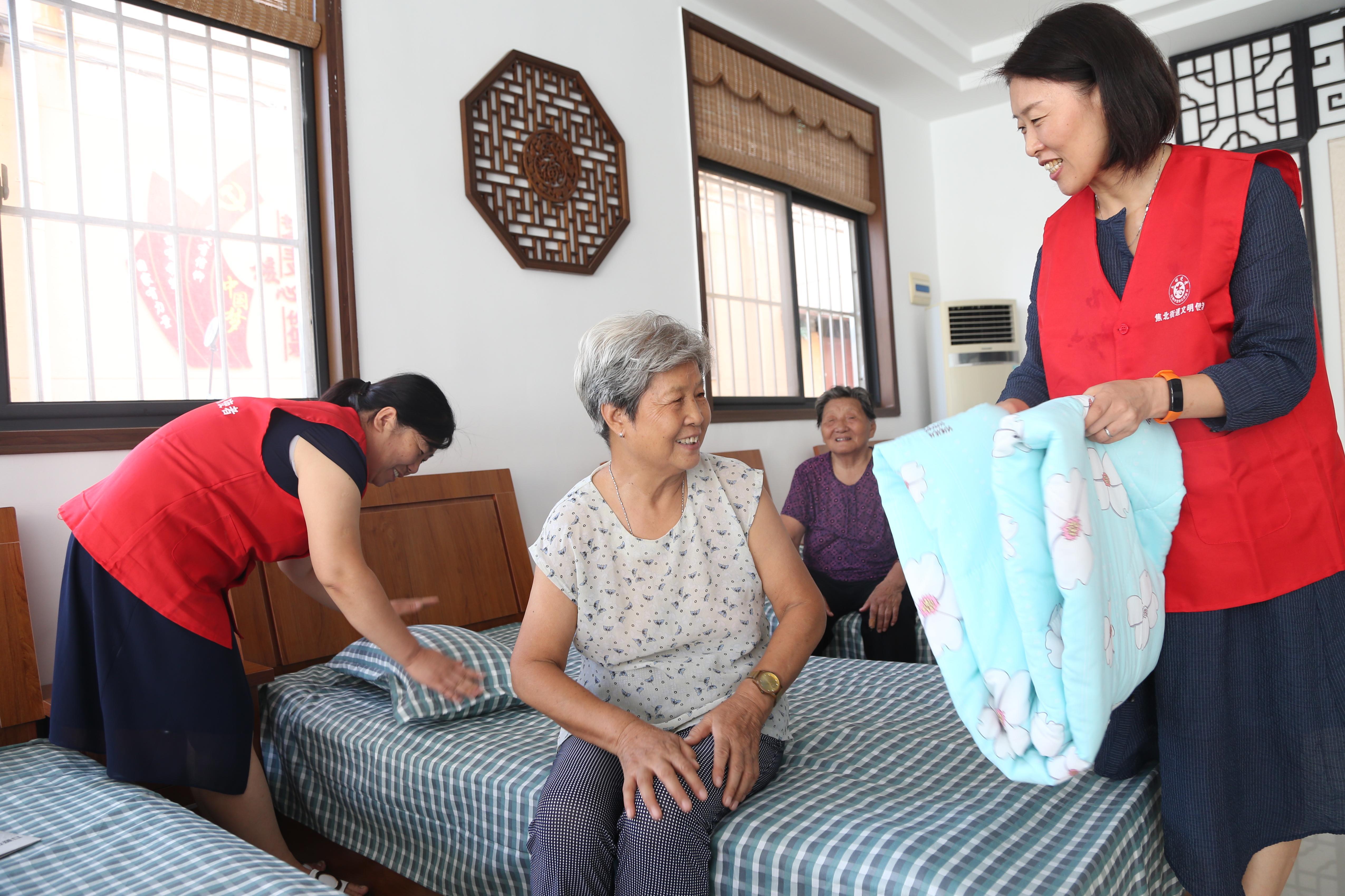 图片新闻:我市首家社区居家养老服务中心开业运营